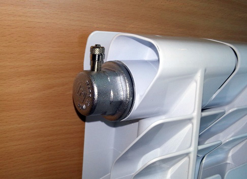 avtomaticheskij-vozduhootvodchik-dlja-radiatorov.jpg