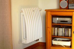 kak-pomoch-staroj-chugunnoj-bataree-ili-vtoraya-zhizn-radiatora-300x200.png