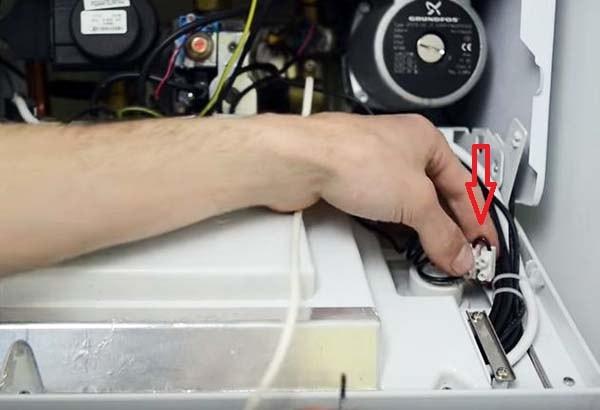 Peremychka-kontaktov-kotla-pod-termostat.jpg