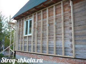 Ustanovka-obreshetki-na-derevyannyiy-dom-300x225.jpg
