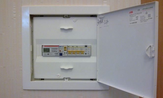 pokazaniya-schetchika-elektroenergii-den-noch-01.jpg
