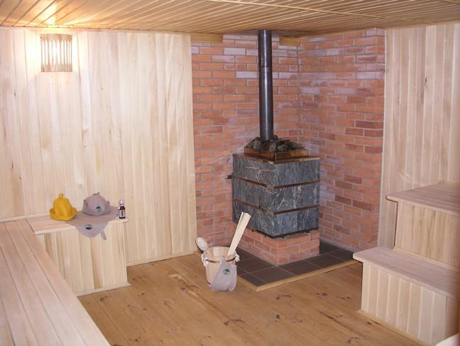 Установка-печи-в-бане-на-деревянный-пол.jpg