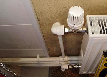 reguljator-temperatury-radiatora-batarej-otoplenija-360x261.jpg