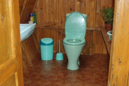 dachnii-tualet-so-smivom-430x288.jpg