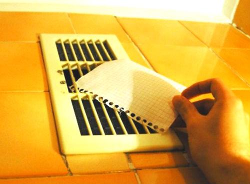 Proverka-ventilyatsii-listom.jpg