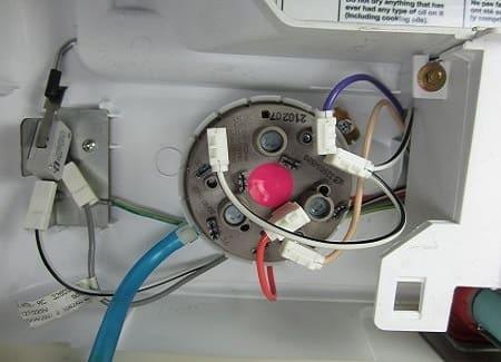 Проверяем-прессостат-стиральной-машины-1.jpg