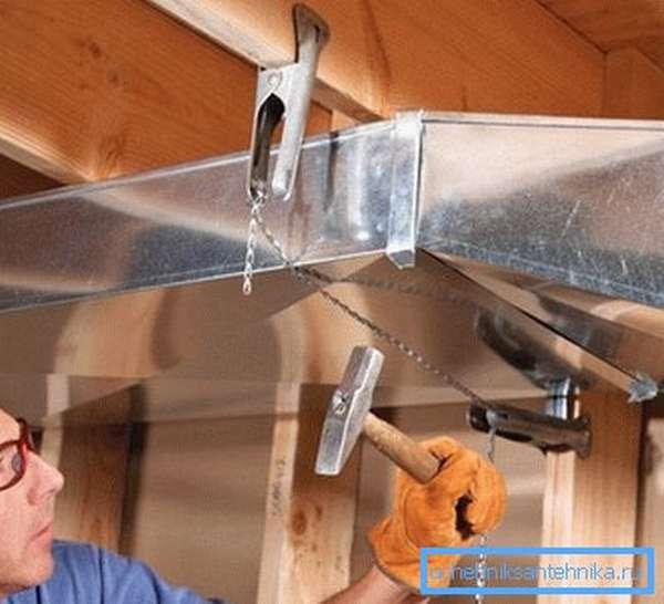 Крепление воздушных каналов к потолку своими руками