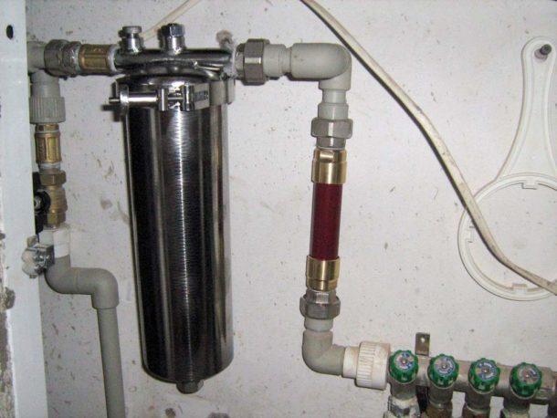 ustanovka-magistralnogo-filtra-goryachej-vody-610x458.jpg