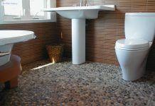 kamennye_plitki_v_tualet_na_pol_1_08074038-218x150.jpg